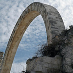 photo of the Hurva before rebuilding - the symbolic arch of a previously demolished synagogue in Jerusalem