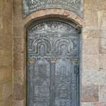 photo of decorated metal door to Beit El synagogue in Jerusalem